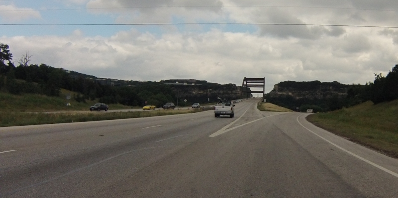 Coming up on the Pennybacker bridge. The approach from the south to this bridge is an awesomely fast downhill.